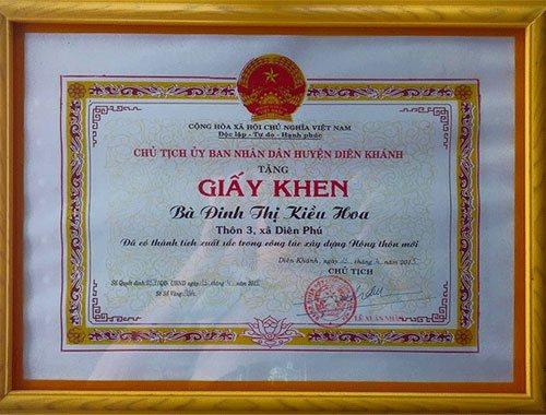 Bằng khen Hộ Kinh Doanh giỏi trao cho cô Đinh Thị Kiều Hoa - chủ trại gà Kiều Hoa